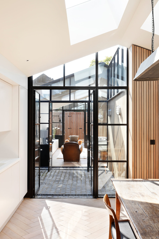 de-rosee-sa-courtyard-house-02.jpg