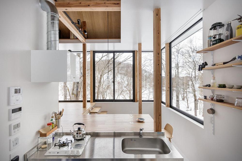 Lakeside-Cottage-By-Sugawaradaisuke-Architects-3.jpg