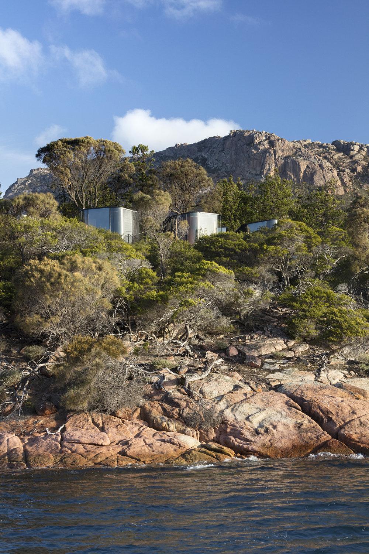 liminal-coastal-pavilion-freycinet-02.jpg