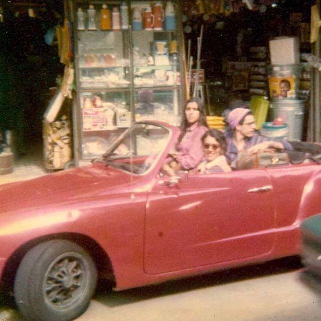 Esse foi o primeiro carro que tive. Olha que chique! Nos anos 70 não se usava carro blindado nem isofilme! Bons tempos!  #tbt #patricyatravassos #reginacase #joselavigne #asdrubaltrouxeotrombone #anos70 #riodejaneiro #botafogo