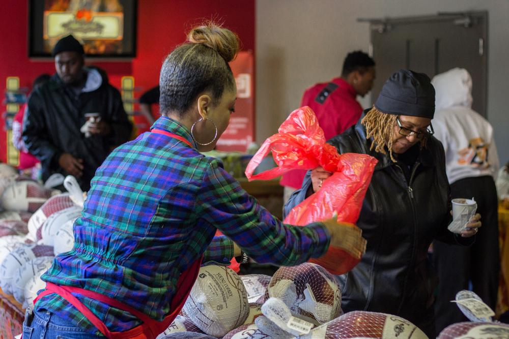 i5 Thanksgiving Outreach_13.JPG