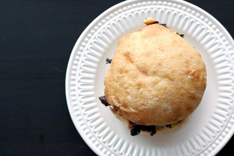092616 ultimate maitake mushroom burger 02.jpg