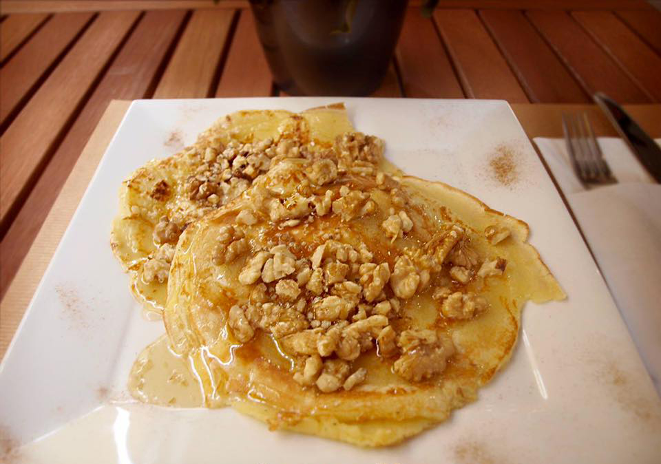 Pancakes w honey & almonds