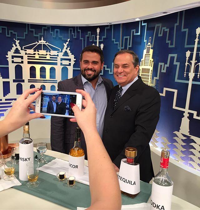 E no @programatodoseu de hoje, o @mauleme, Brand Manager da The Macallan no Brasil, estará por lá desvendando os mistérios dos destilados de forma simples e descomplicada. #themacallan #1800 #lpbassessoria #todoseu