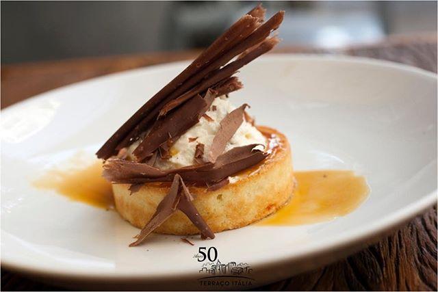 Crostatina Di ricota al caramello e fiori di sale é a sobremesa de um jantar em 3 tempos preparado pela dupla Salvatore Loi e Paulo Barros, hoje no Terraço Italia