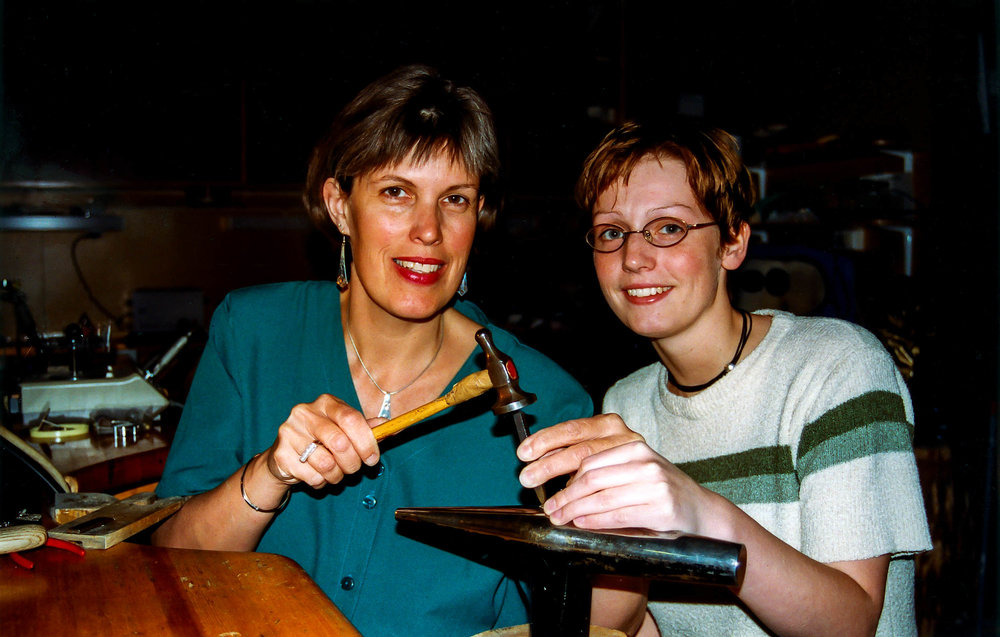 Laura og lærling Ann Hilde Sandvold 1999, som tok svennebrev 22. februar 1999.