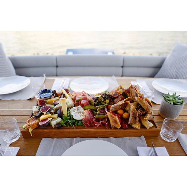 A light lunch, she said... #yachtchef #boatmade #feast #alfiebuoy #ibiza #sunday #sharingplatter #yachtlife #mediterraneansea #luxurytravel #alfiebuoycrew