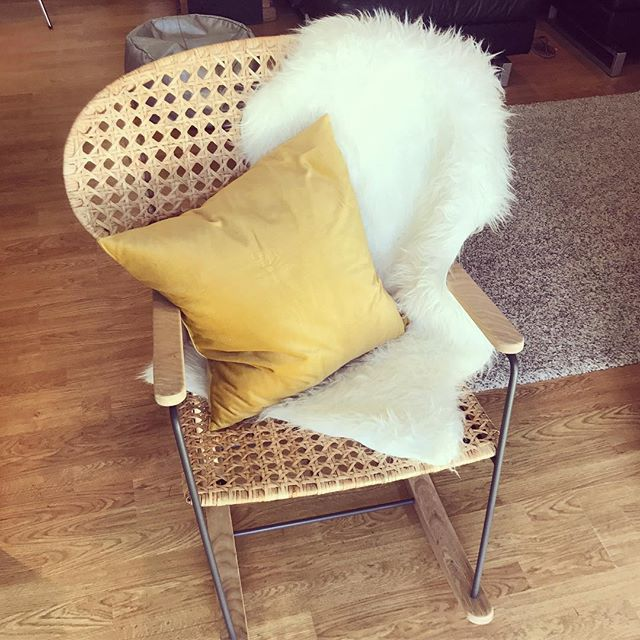 Feeling rather smug about this rocking chair ☺️ I've wanted it for ages but typically as soon as we'd moved and were ready to shop, it was out of stock everywhere! 😩 Then just the other day, I found it was back in stock so I jumped in the car (sister in tow) and snapped it up before I missed the boat again. I marched straight home and built it myself (I'm an IKEA flat pack freak btw) and I'm just so happy to finally have it! Faux sheepskin rug and pillow also IKEA specials 👌🏼 I cannot wait to rock with my baby in this beaut! 💛 #rockingchair #pregnant #pregnancy #mumlife #mumtobe #thirdtrimester #nesting #happiness #gratitude #2weekstogo #nurturewithnature