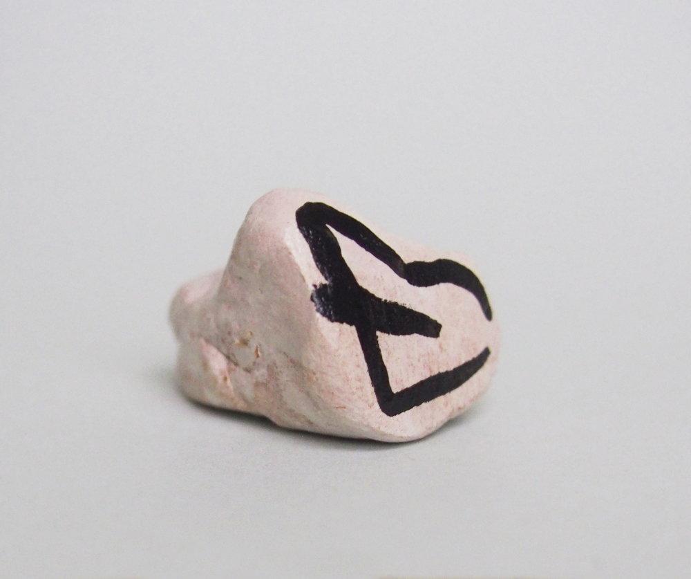 Lips , 2018,2 x 2 x 2.5cm,glazed ceramic