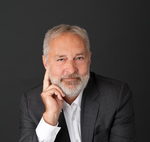 Dr. Peter Felser
