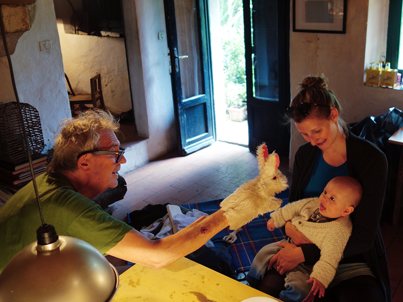 Manfred Bischoff, Isabel Dammermann and her daughter Ava, San Casciano dei Bagni, Italy, photo: Jonas Kastner