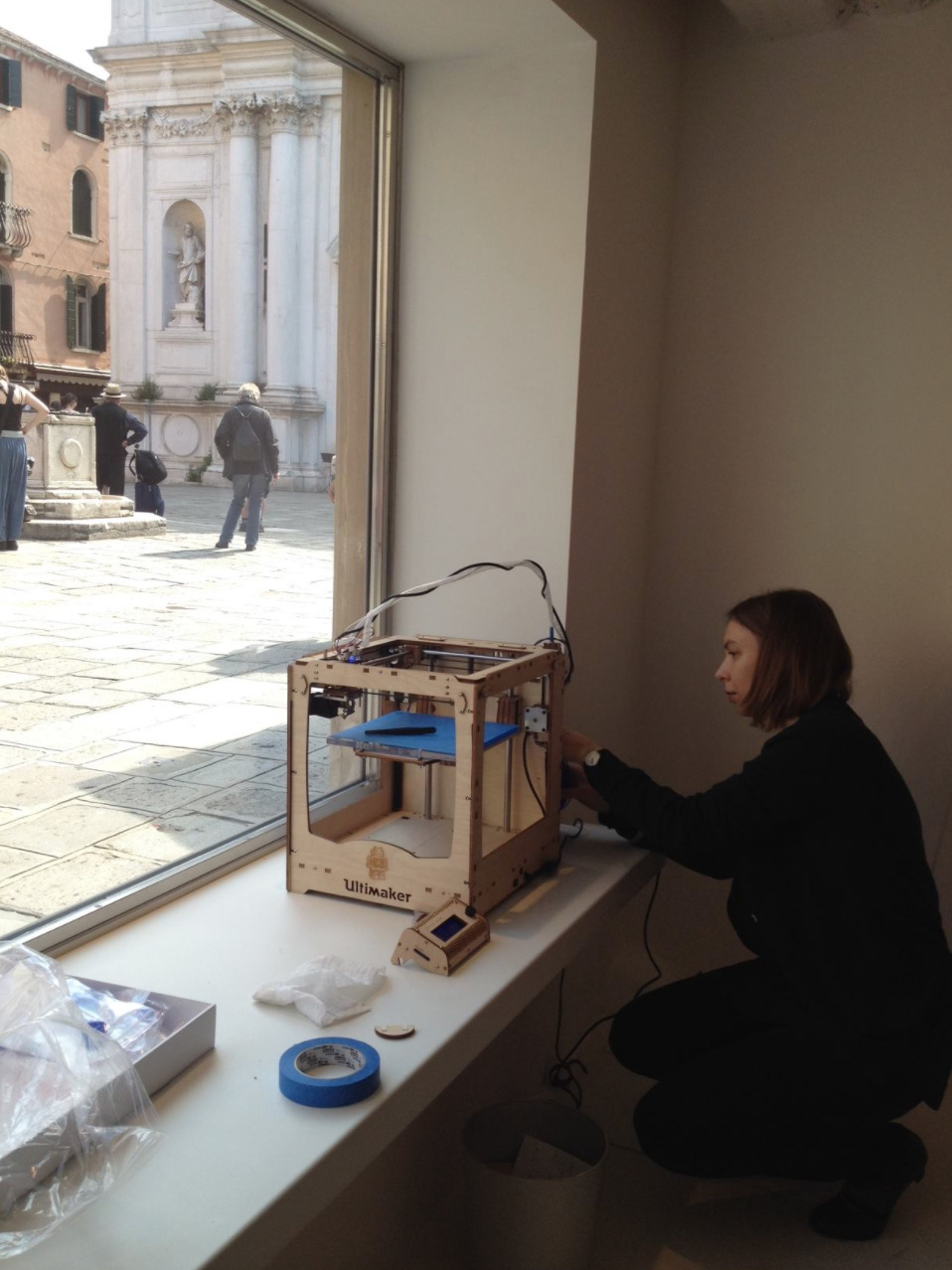Consuelo Keller installing her show at OHMYBLUE, photo: OHYMBLUE