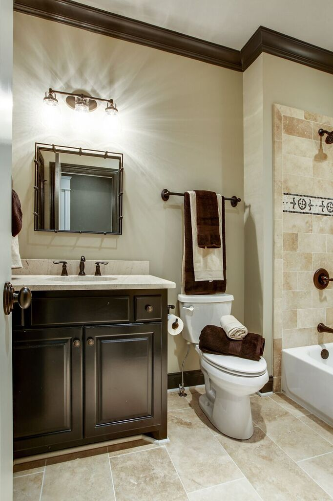 PARADE-296-29 BATHROOM.jpg