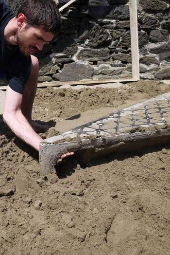 Max Lamb, Cast Table, Cat in sand