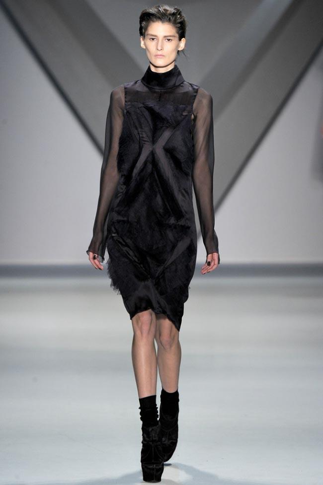 Vera Wang Fall 2012 18.jpg