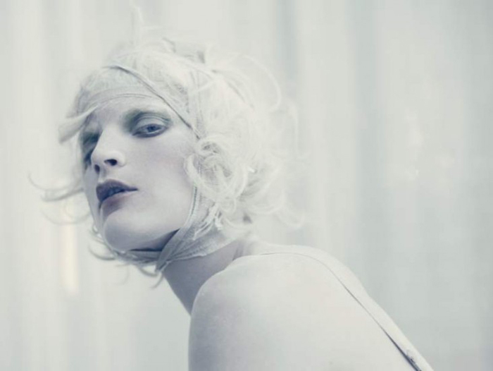 blog is the new black_Paolo Roversi_Vogue Italia_White Story 01.jpg