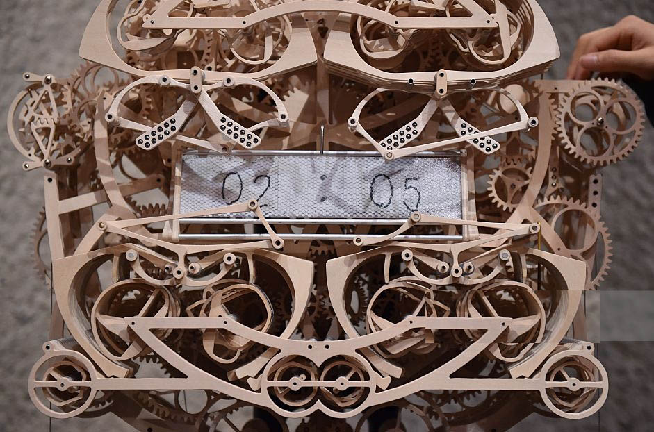 Kango Suzuki, handwriting clock, product design, wooden clock