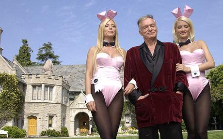 Playboy'un sahibi Hugh Hefner'ın, Fahrenheit 451'in ortaya çıkışında büyük payının olması heyecan verici bir bağlantı.