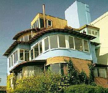 Pablo Neruda'nın Valparaiso'daki evi - La Sebastiana. Neruda Vakası'nın önemli bir bölümü bu mekanda geçiyor.