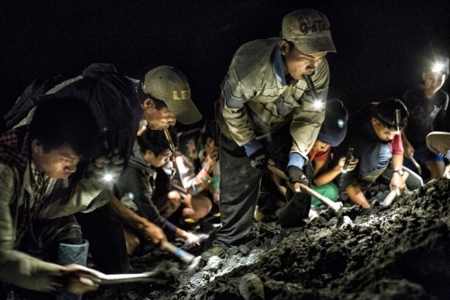 Burma'nın yeşim ve yakut madenleri ekonomisinde önemli paya sahip.