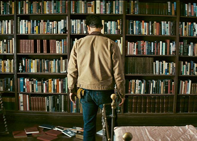 Eşekarısı FabrikasıYıldızlararası ( Nolan - 2014)filmindeki paskalya yumurtalarından biriydi. Filmdeki ünlü kütüphanede Banks'in Eşekarası Fabrikası'nın yanında, T.S. Elliot'ın Seçilmiş Şiirler'i, Stephen King'in Mahşer'i, Jorge Luis Borges'in Labirentleri de vardı.