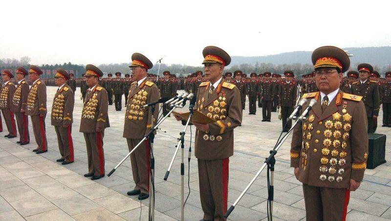 Uzaylılar başka bir gezende başka bir evrimin ürünü olmaktan ziyade, duygusuz ve ruhsuz, kolektivist, sanata uzak, bilimde ve teknolojide bizden 10 gömlek üstün olan bir cins Kuzey Koreli klanı gibiler.
