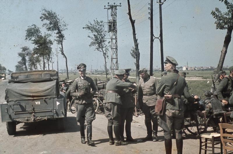 İngiliz Seferi Kuvvetlerinin Fransa'dan kaçtıkları Dunkirk kasabasına bir kaç kilometre uzaktaki Alman askerleri 1940