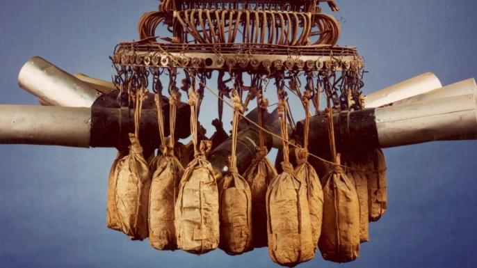 Japon Balon Bombası - Amerikalıların Japonyayı bombalaması ertesi, Japonlar tarafından alelacele iptidai bir teknoloji ile geliştirilip tüm Büyük Okyanusu aşması planlanan kör bombalar.