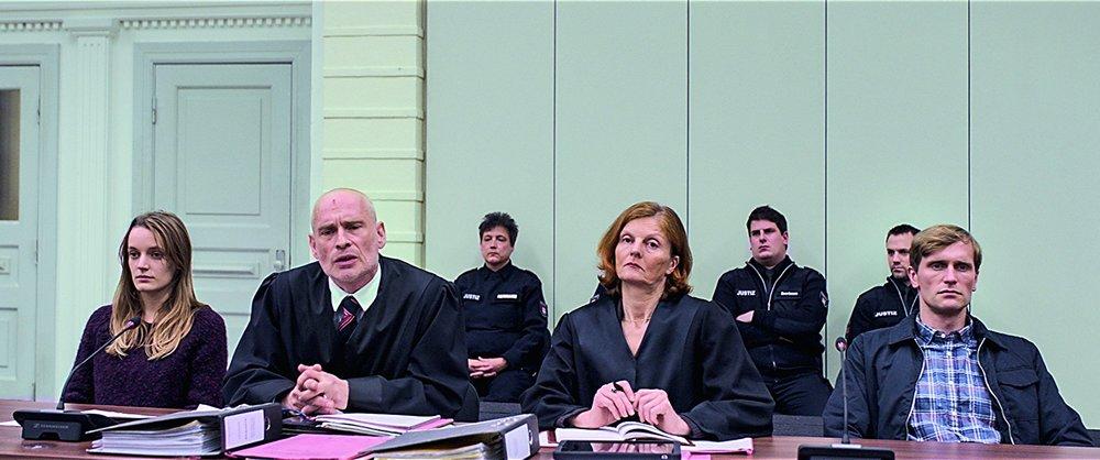 En solda Neo-Nazi Edda Möller, yanında Edda Möller'in avukatı Haberbeck, en sağda Neo-Nazi André Möller