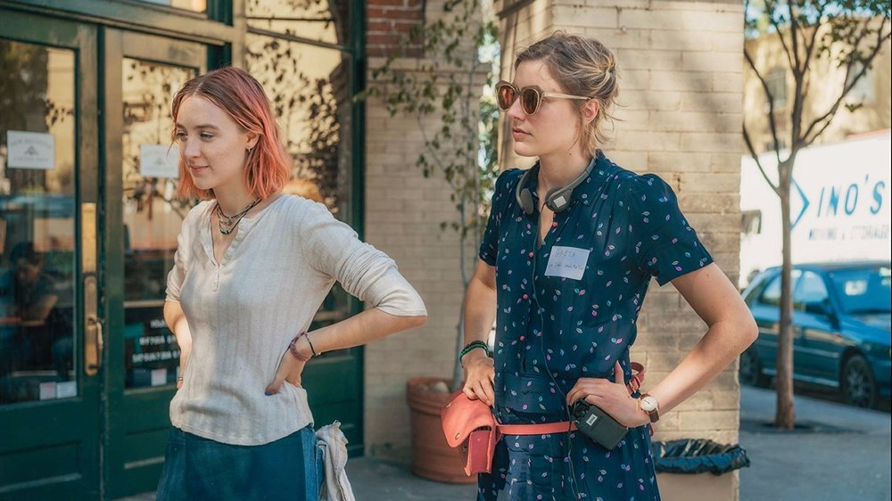 Saoirse Ronan (Christine) ve Greta Gerwig sette...