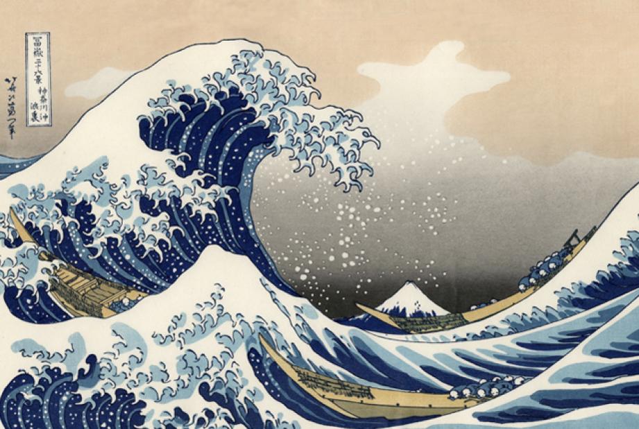 Katsushika Hokusai - Büyük Dalga (1831 civarı) - Hokusai, bilinen en ünlü Ukiyo-e eserinde,doğayla mücadeleyi göstermek için salı tehdit eden dalganın köpüklerini pençe şeklinde yapmıştır. Üç Tepe'de de Büyük Dalga'nın modern bir yorumu duvarda gözükür. Bu resim,girişilecek mücadeleyle ilgili izleyiciye sinyal vermektedir. 19.yy sonunda modern resmin doğuşunda Ukuyo-e'ler çok önemli bir yer tutar. Emoji listesindeki ilk sanat eseri Hokusai'nin Büyük Dalgasıdır (çıksın telefonlar!) Arka planda görünen dağ Fuji'dir.
