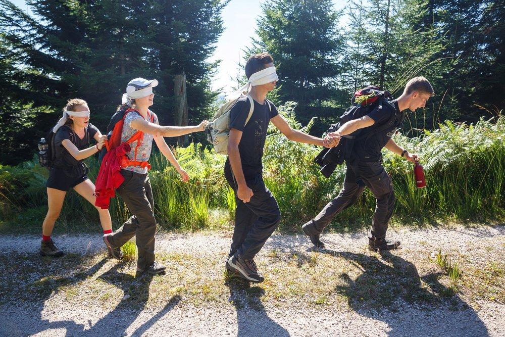 Ohne Teamwork funktioniert gar nichts. Das stellt jeder einzelne Teilnehmer bei der Blind Challenge fest, bei der das Vertrauen ins Team an oberster Stelle steht.