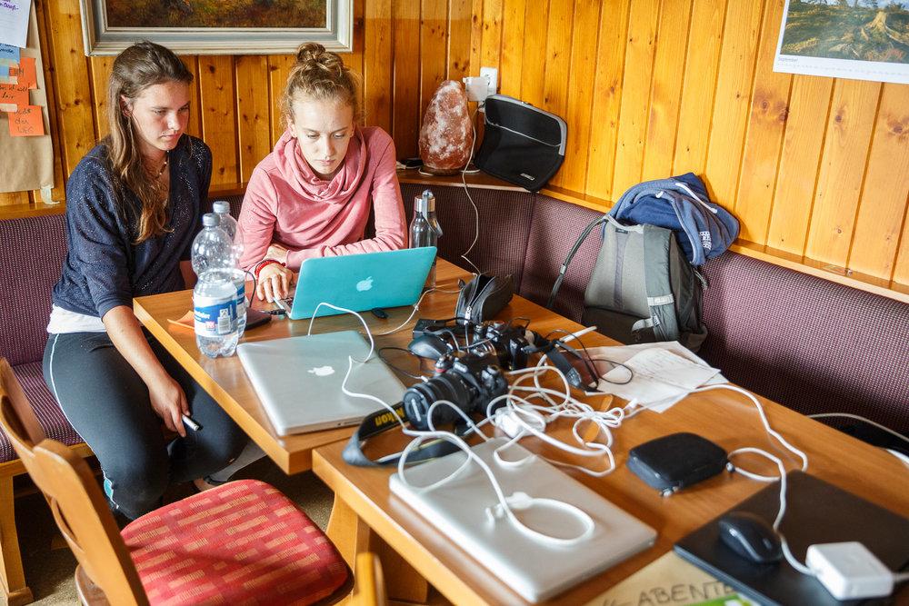 In wenigen Stunden ist für Nora und Anna Deadline des Film- und Fotowettbewerbs.