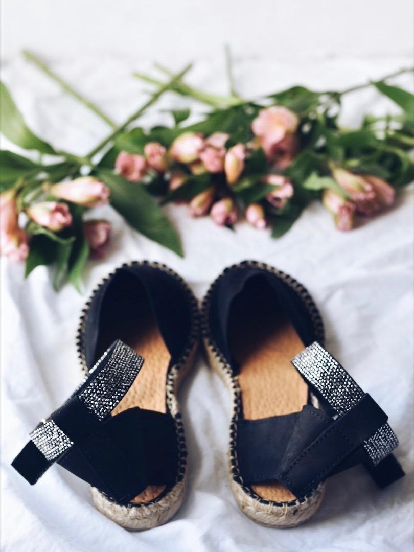 Black-sandals.jpg