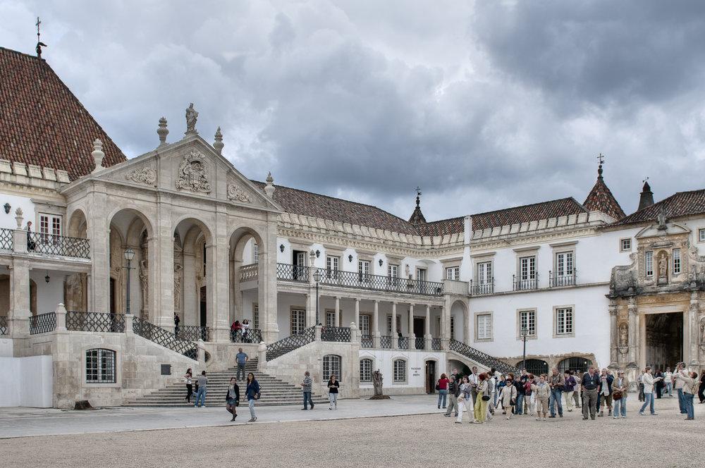 universidade-coimbra-bago-d-uva-portugal-tours-porto