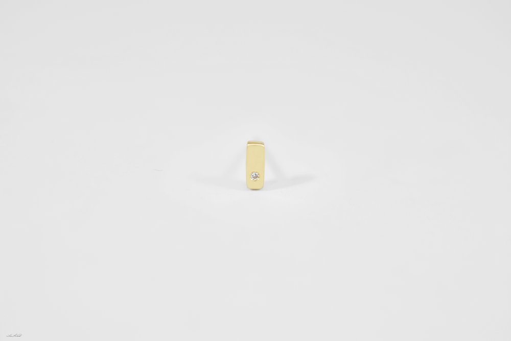 gold bar stud w 1 dia.jpg