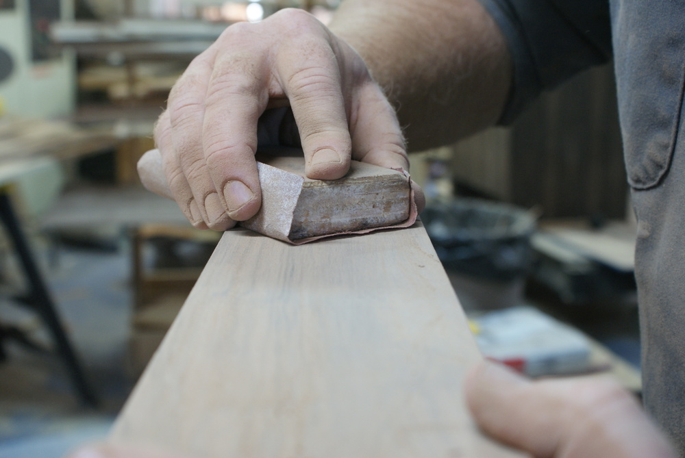 Narrow surfaces must be sanded by hand at all stages