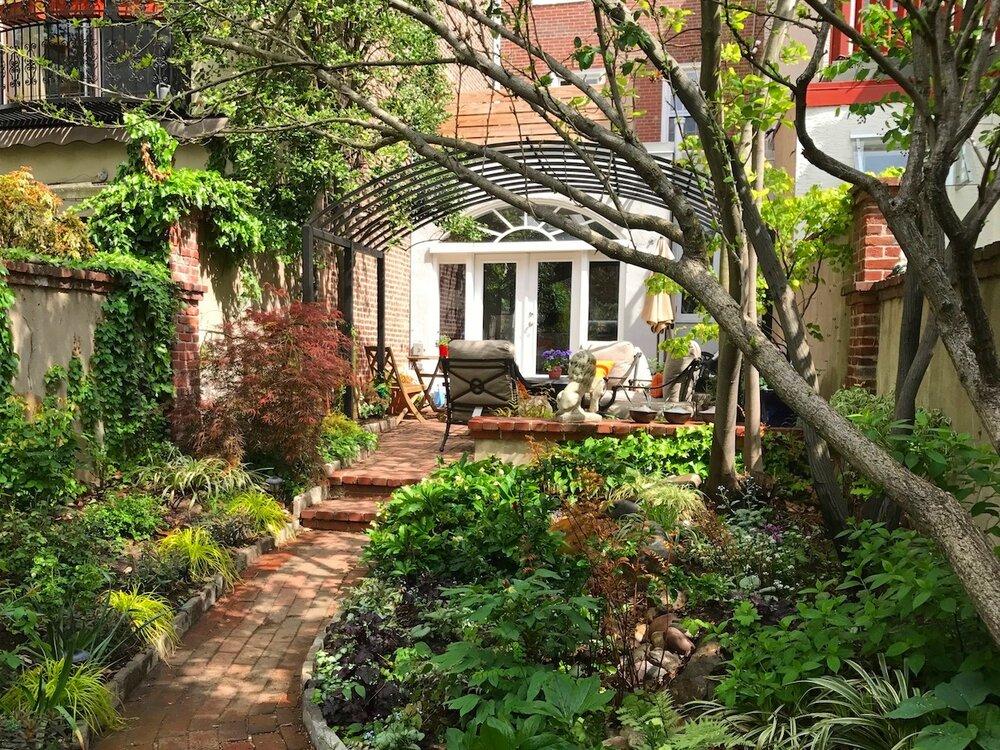 Bella Vista Courtyard Trellis