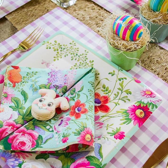 Happy #Easter! 💕 the perfect pastel table via @lyndseyzorich