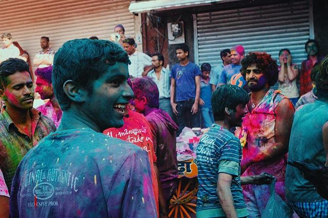 Everyone you see here, had white T-Shirts on before everything started 🍨。⚡️🌪🔥。🍧 ⠀ ⠀⠀⠀⠀ ⠀⠀⠀⠀ ⠀ ⠀⠀www.icescobar.com | iam@icescobar.com⠀ •••••••••••••••••••••••••••••••••••••••••••••••• #India #Pushkar #Holi #Rajasthan #Travelbug #Travelblogger #Justgoshoot #AOV #Getoutstayout #Worldnomads #Theworldshotz #Thegoldlist #BBCtravel #Instagood #Worlderlust #GearedNomad #Wanderlust #Instatravel #Airhead #Visualgang #Exploretocreate #LiveOutdoors #MeetTheWorld  #exklusive_shot #VSCO #VSCOcam #FTWOTWW #OurplanetDaily #Lifeonthemove #Airbnbphoto •••••••••••••••••••••••••••••••••••••••••••••••• ⠀⠀⠀⠀⠀⠀⠀⠀⠀ ⠀⠀⠀⠀⠀⠀⠀⠀⠀ ⠀shot with: Canon70D ⠀ ⠀⠀⠀⠀ ⠀⠀⠀⠀⠀⠀⠀ ⠀⠀⠀⠀ ⠀⠀⠀⠀⠀⠀