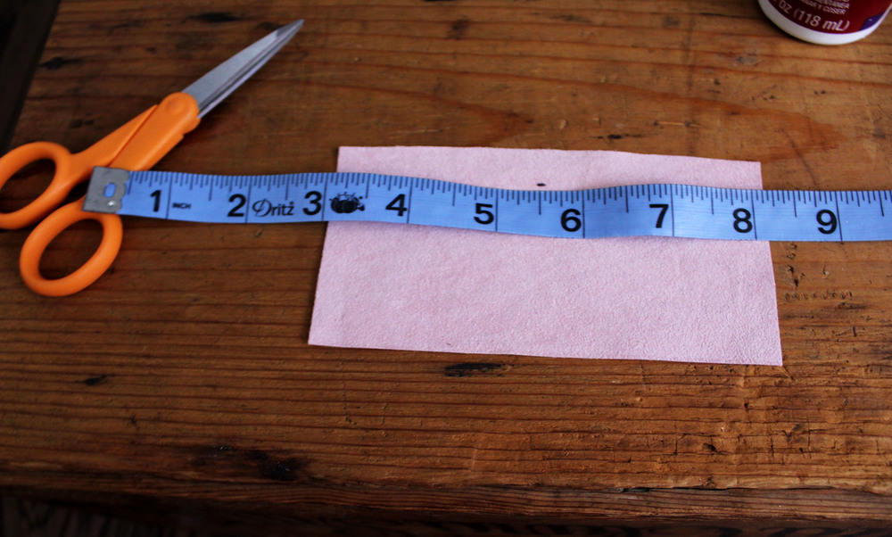 2) Measure one inch down from the top of the swatch and make line. This is where you can get creative, and make the different sizes you would like.