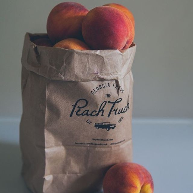 One of my favorite memories with my grandma is when I'd spend a week or two with her during the summer. She knew how much I loved peaches and would drive to the guy selling peaches just past the railroad tracks to pick some up for me. She'd cut them up, sprinkle sugar on 'em and they'd be waiting for me in the fridge // 📸@pinterest