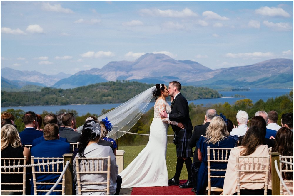Scottish Summer Lochside Wedding_Boturich Castle_Euan Robertson Photography_012_WEB.jpg