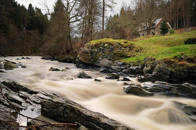 Even on those magical rainy days in Scotland, when the crackling fireplace and a hot chocolate tempt us to stay indoors, we couldn't resist to step outside, to take a deep breath and to enjoy the wonder of nature.  #lifeinpostcards #scotland #cairngorm #cairngormsnationalpark #nationalpark #inverness #aviemore #visitscotland #highlands #river #rapids #stream #longexposure #nature #forest #travel #roadtrip #backpacking #climatechange #artofvisuals #aov #optoutside #letsgosomewhere #awesomeearth #wanderlust #happyweekend #digitalnomad #remotelife #getinspired #sonya7rii