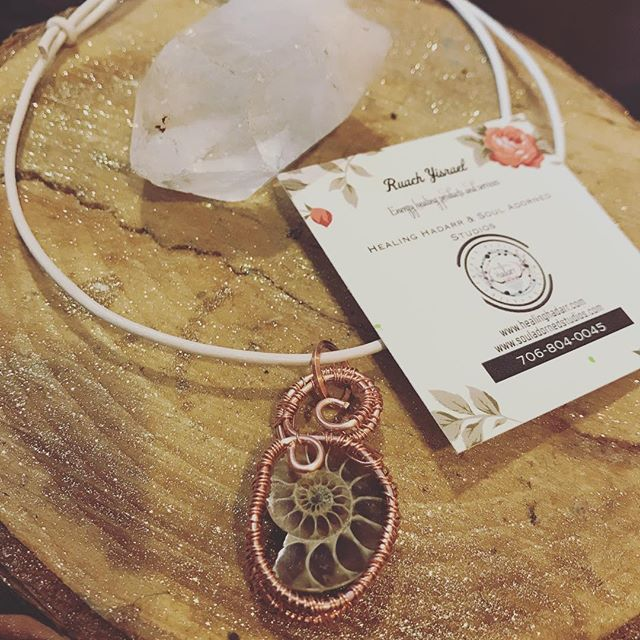 #ammonitefossil #necklace #crystalhealing  ammonite is especially soothing  for  all my #empathicsouls 😘✨✨✨ Starting bid $14