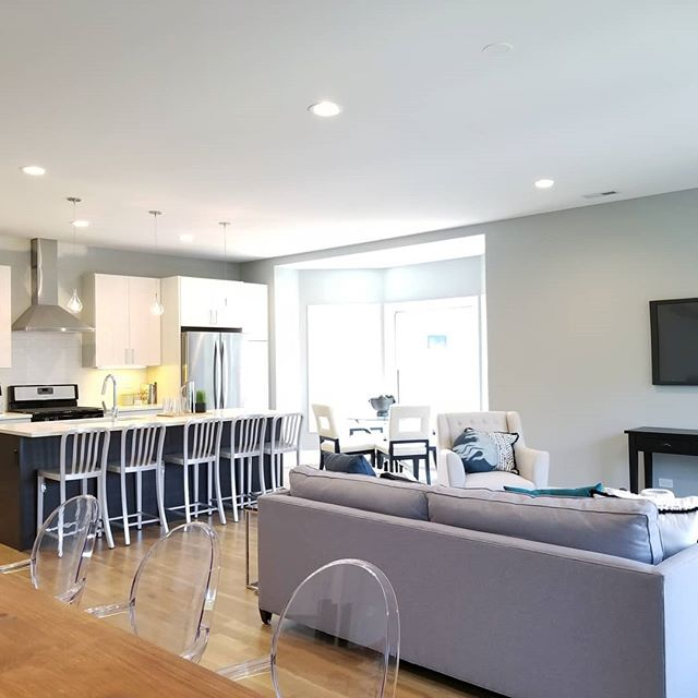 Thank you @havenhomestager for showing off the spaces living spaces at the Sunnyside rental!  #chicagoapartments #apartmentdecor #cozycorner