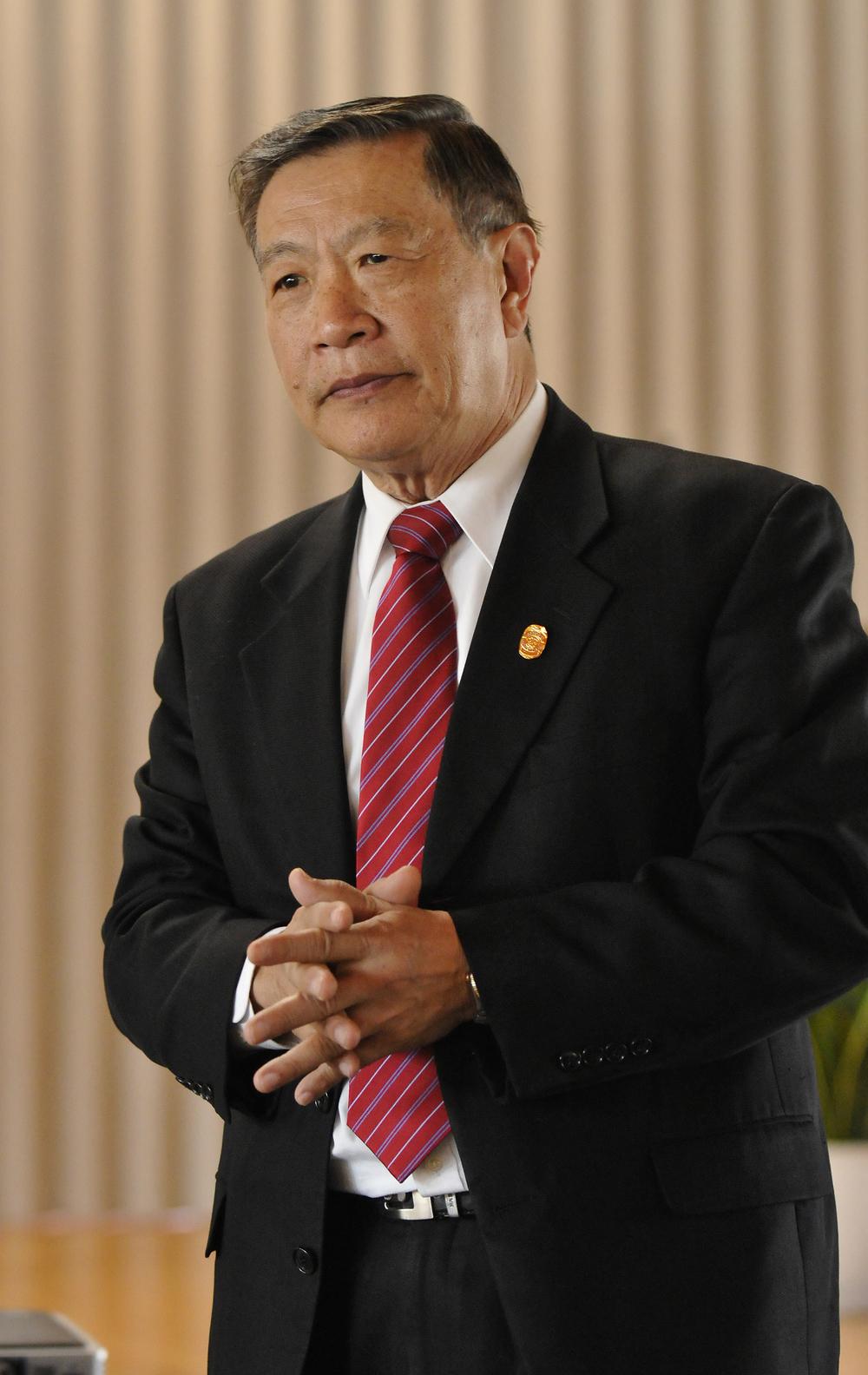 Dr Henry Lee