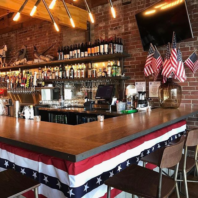 Two birds at two o'clock. See you there? 🇺🇸🇺🇸🇺🇸#Repost @twobirds_taphouse ・・・ 🇺🇸F🇺🇸R🇺🇸E🇺🇸E🇺🇸D🇺🇸O🇺🇸M🇺🇸 Happy 4th!!! Can't wait to celebrate with you! Doors open at two! #Tropicalia from @creaturecomfortsbeer, POG Basement from @scofflawbeer and Oren from @reformationbrewery all on tap!🍻💥 #USA #mariettasquare #drinklocal #letthewhitedovesing