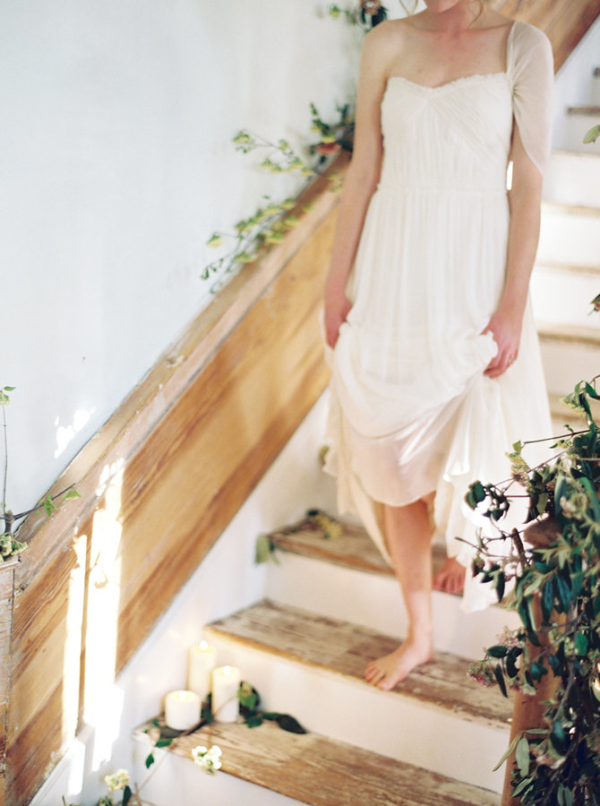 Barefoot-Bride-on-Staircase-600x806.jpg