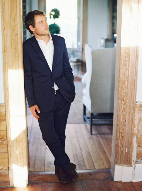 Groom-in-Navy-J-Crew-Suit-600x806.jpg